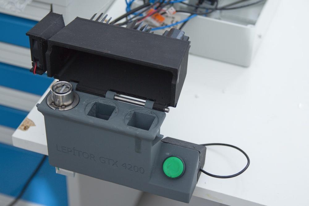 Nástroj pro lepení UV světlem<br/> LASVIT s.r.o.